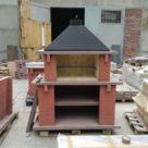 Печь барбекю красного цвета на производстве